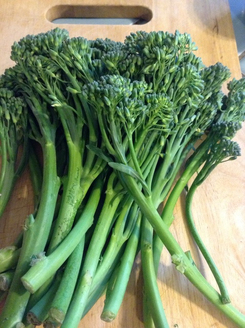 raw broccolini